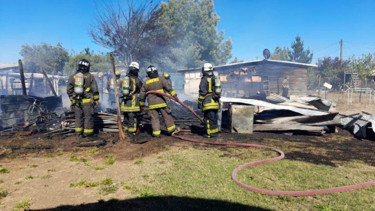 Los Ángeles: Incendio consumió dos bodegas y afectó a una vivienda