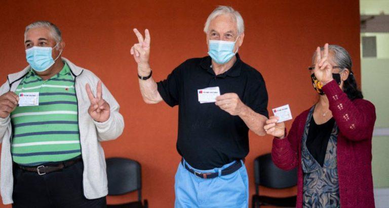 ¿Efecto vacuna?: aprobación de Piñera en encuesta Cadem fue la más alta desde octubre