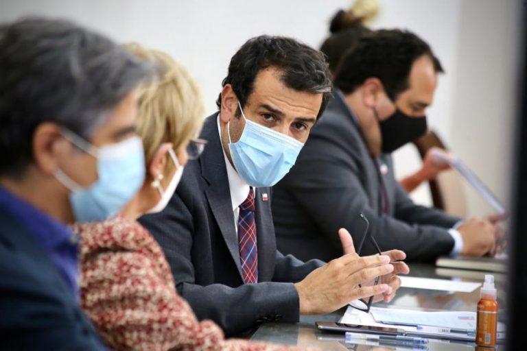 Ministro del Interior se contagia de Covid-19 tras visita a Arica
