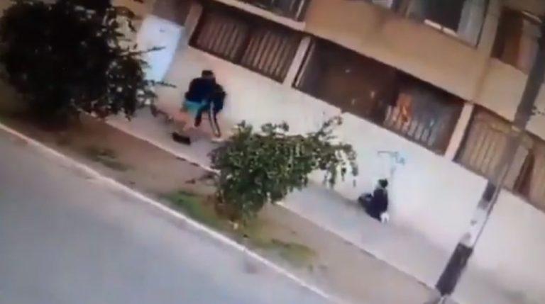 Mujer fue asaltada cuando llevaba a su hijo al colegio: delincuente la apuñaló con un destornillador