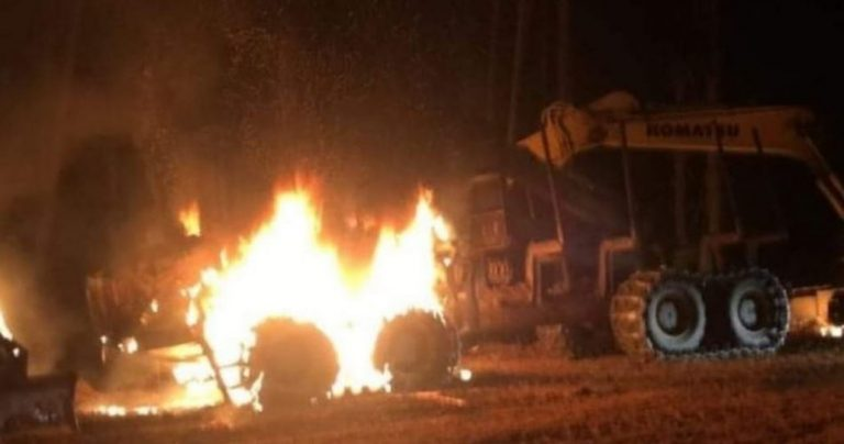Ataque incendiario en Arauco dejó 4 máquinas destruidas y millonarias pérdidas