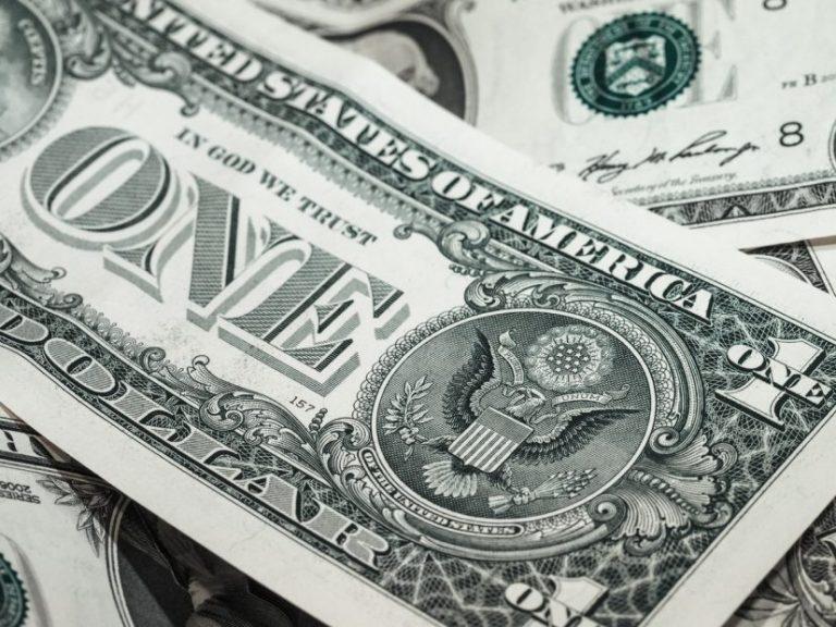 Dólar llega a los $735 y completa su sexta alza consecutiva