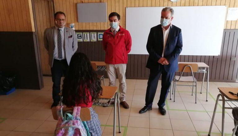 «Nada reemplaza las clases presenciales»: Colegio de Santa Juana comenzó a recibir alumnos