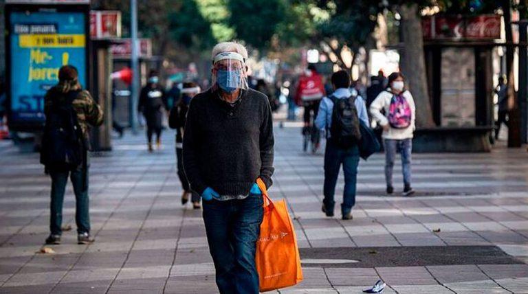 A un año del primer contagio en Chile: se registran más de 800 mil casos covid en total y 20.704 fallecidos