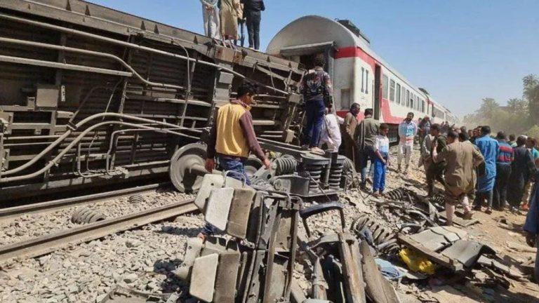 Dos trenes chocaron en Egipto: por el momento se registran 32 muertos y más de 60 heridos