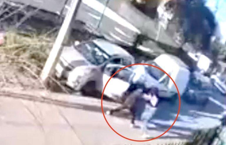 Madre entrega a hijo de 15 años que participó en robo de un auto a mujer en Maipú