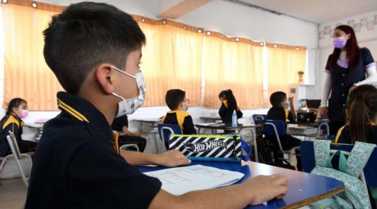 Gobierno dio inicio al año escolar: tres colegios suspendieron las clases por casos de Covid-19