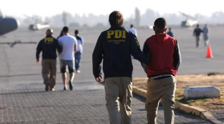 Expulsan a seis venezolanos del país que habían sido condenados por tráfico de drogas
