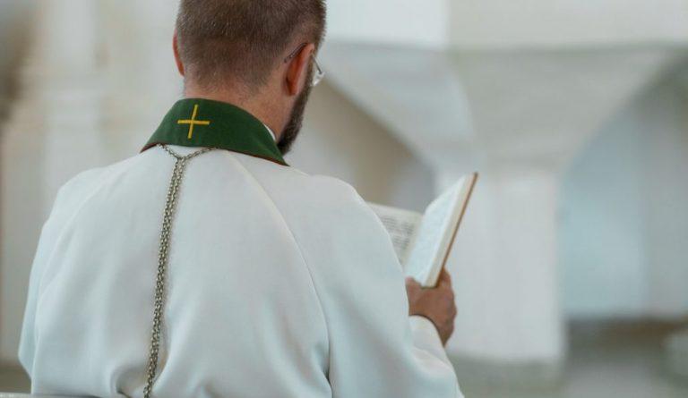 Legionarios de Cristo publican lista con sacerdotes acusados de abuso sexual: Hay curas chilenos