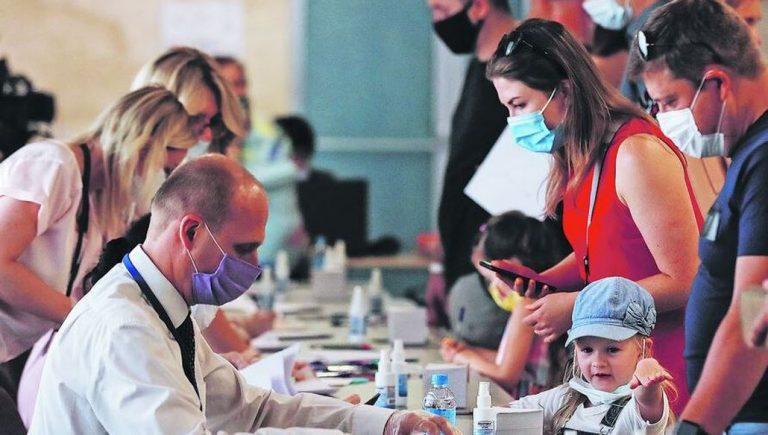 «Nada está por sobre la salud»: idea de postergar elecciones de abril será discutida en el Congreso