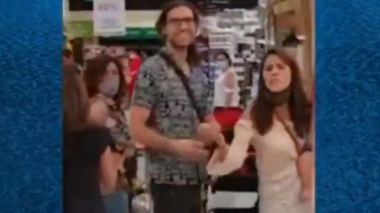 «En Santiago nadie usa»: la defensa de familia increpada por no usar mascarilla en un supermercado