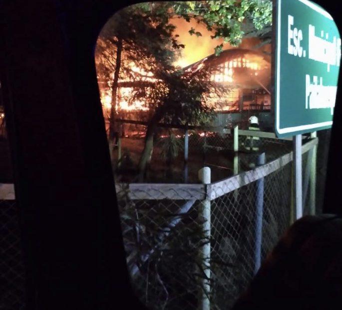 Ataque incendiario destruye escuela en Victoria