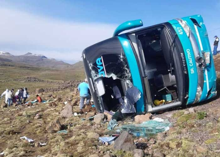 9 muertos y 25 heridos en accidente de bus al sur de Perú