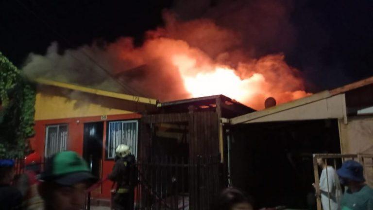Los Ángeles: Incendio afecta a dos viviendas en la Villa Todos Los Santos
