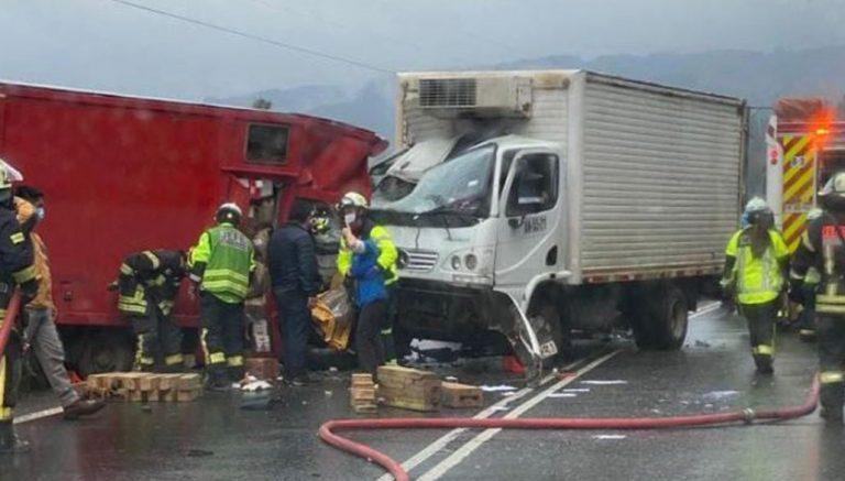 Accidente de tránsito simultáneo en Valdivia: una mujer falleció producto del impacto
