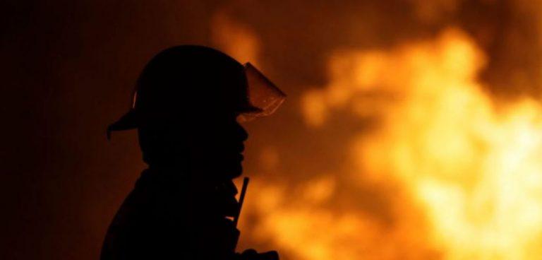 Incendio consumió vivienda interior: menor de edad no logró escapar y falleció