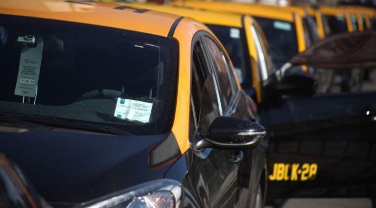 Bono de 500 mil y préstamo sin intereses para los transportistas: revisa cómo postular