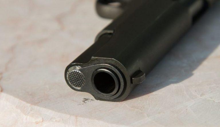 Joven de 15 años falleció mientras manipulaba una pistola: Se le escapó un tiro en el rostro