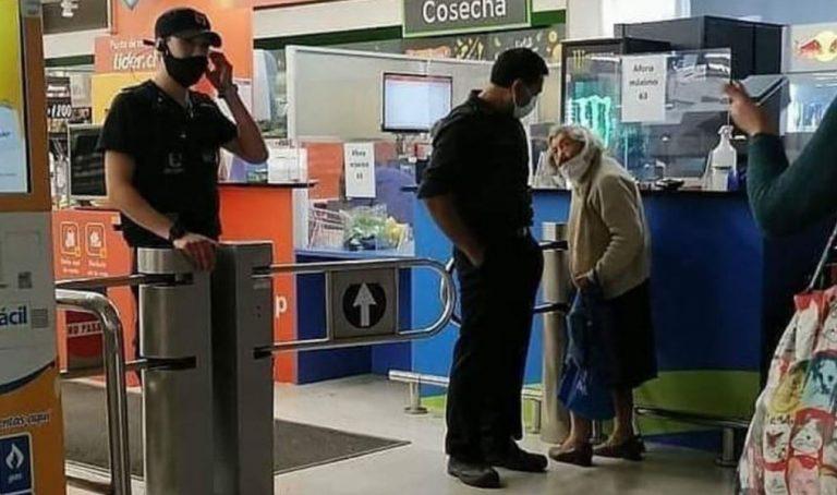 No tenía internet y vive sola: supermercado se llenó de críticas por negar ingreso a mujer de 100 años
