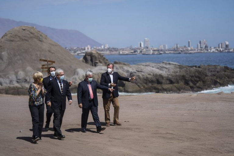 Piñera promulga ley de Migraciones: Permitirá facilitar expulsiones de ilegales