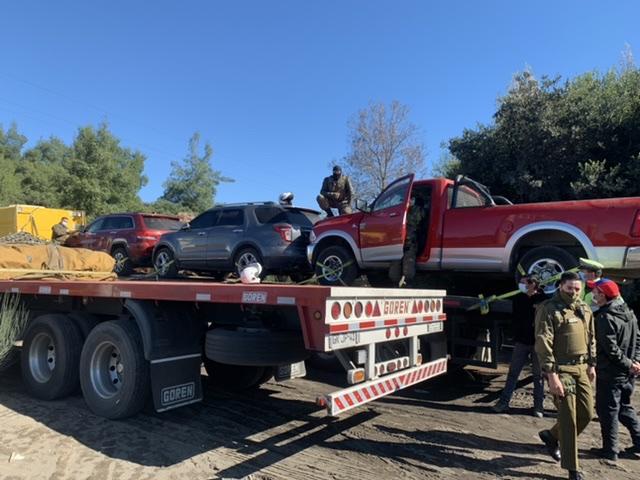 Cortan la ruta 5 en Los Ángeles y detienen a dos personas con vehículos de alta gama robados