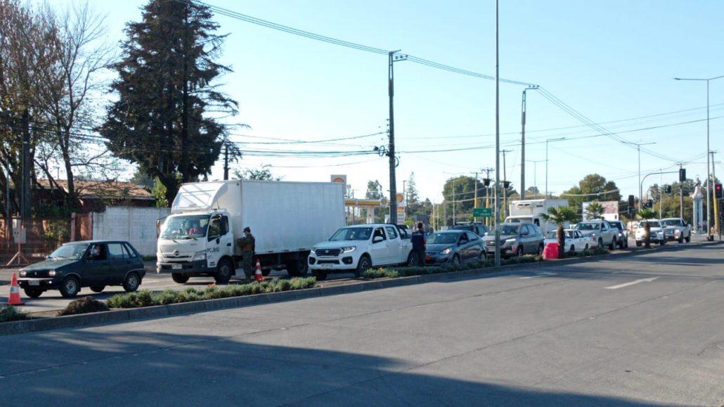 Cordon sanitario en Los Ángeles deja 5 detenidos en su segundo día