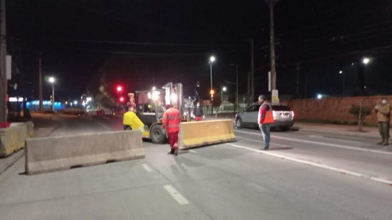 Instalan el cordón sanitario de Los Ángeles con bloques de concreto