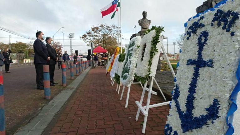 Con discreta ceremonia se conmemoraron las Glorias Navales en Los Ángeles