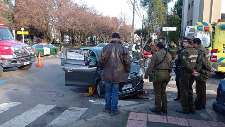 Tres lesionados deja accidente en Plaza Pinto de Los Ángeles