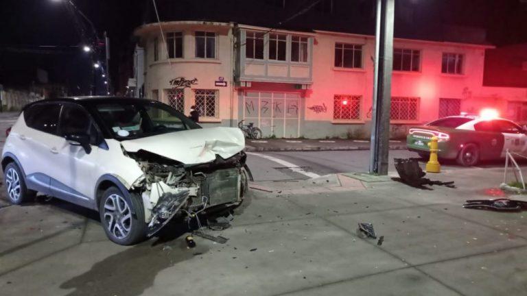 Colisión en calles céntricas de Los Ángeles dejan 2 lesionados
