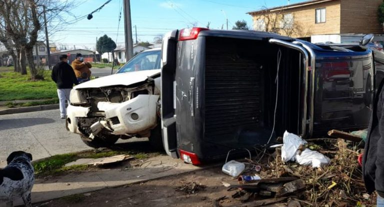 Los Ángeles: colisión frontal entre dos camionetas dejó tres personas lesionadas
