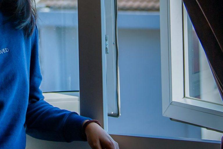 Niña de 8 años evita el femicidio de su mamá con acción heroica