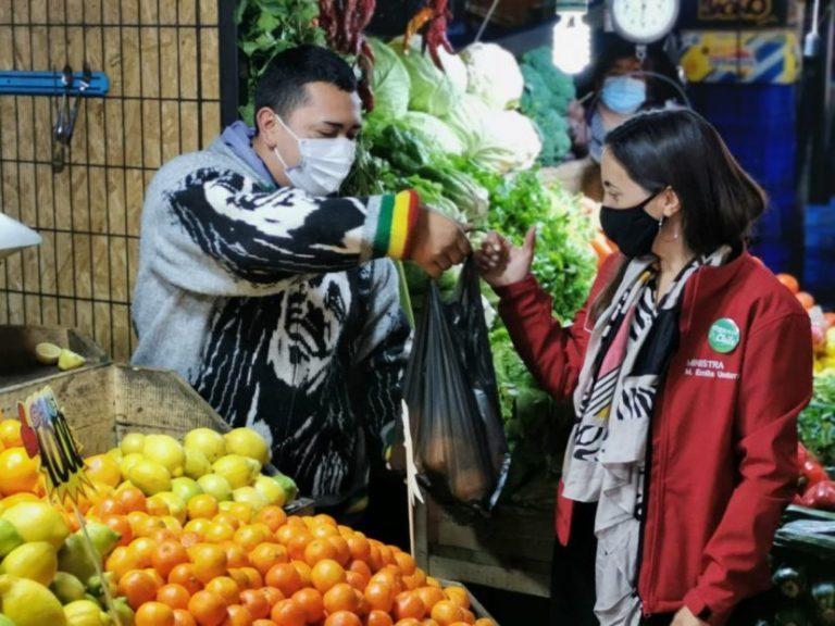 Ministra de Agricultura destaca el funcionamiento de la Vega Techada en pandemia
