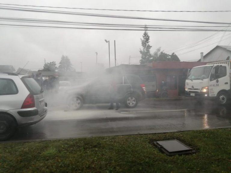 Automóvil se incendió en avenida Alemania de Los Ángeles