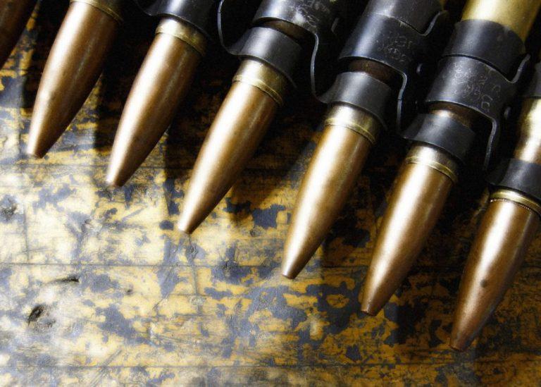 Delincuente es detenido con municiones de guerra en Los Ángeles
