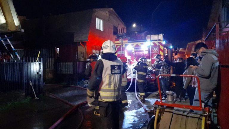 Incendio afecta a dos viviendas en el sector sur de Los Ángeles