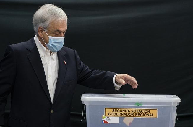 Piñera tras votar: «Creo que ningún Gobierno le habían tocado tantas crisis»