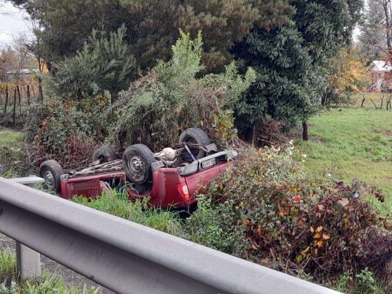Tres lesionados deja volcamiento camino a El Peral en Los Ángeles