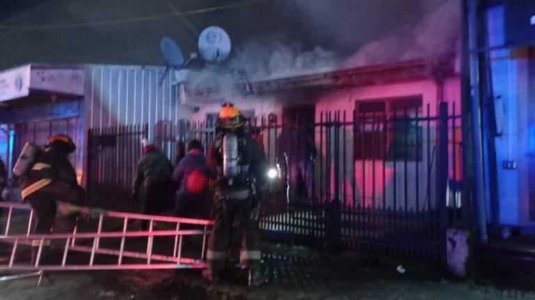 Incendio afecta a una vivienda en calle Villagrán de Los Ángeles