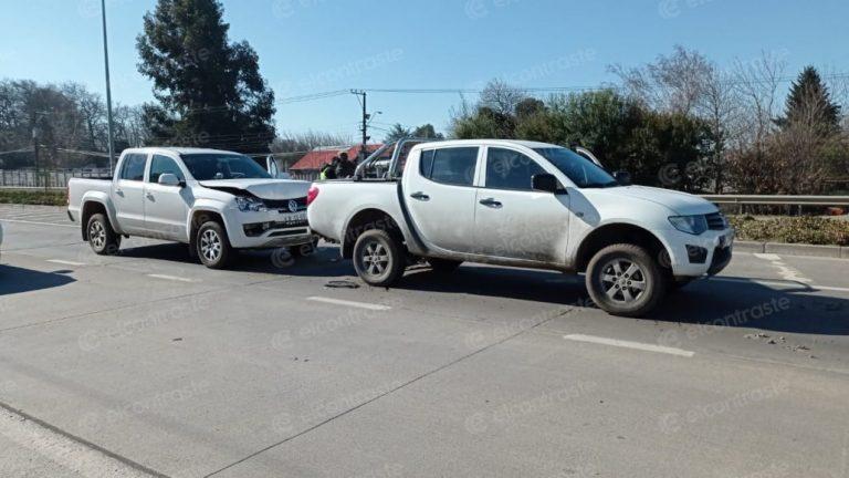 Camionetas protagonizan triple colisión en Las Industrias con Gabriela Mistral