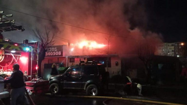 Los Ángeles: Voraz incendio afecta a una vivienda en Marconi