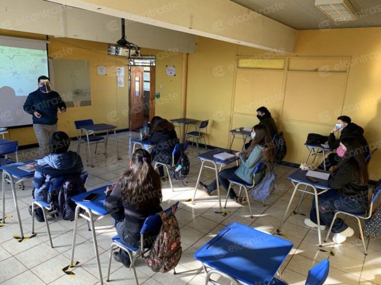 «Primer día»: 70% de los alumnos llegó a clases en el Liceo Coeducacional
