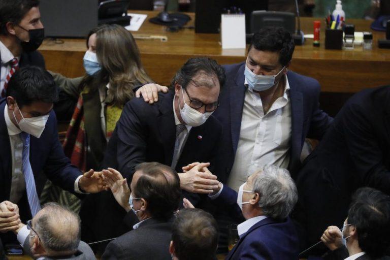 Acusación Constitucional contra el Ministro Figueroa fracasa en la Cámara