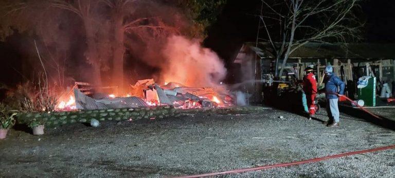 Una persona murió calcinada en incendio de casa en Los Saltos del Laja
