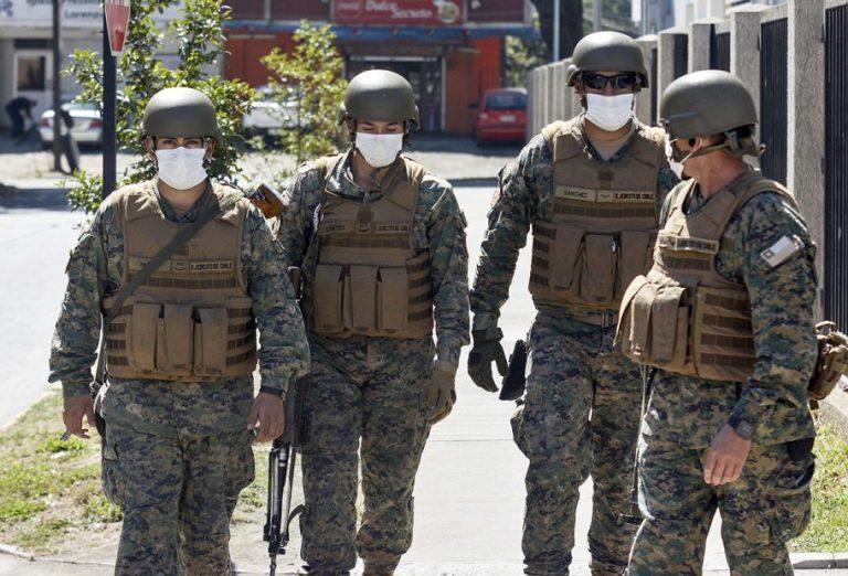 Piden terminar con fiscalizadores «armados» en restaurantes de Los Ángeles