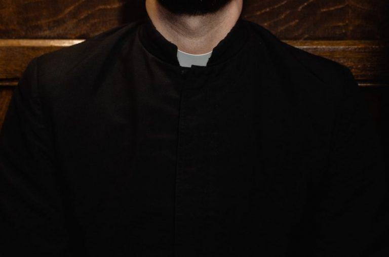 Sacerdote jesuita queda grave tras sufrir emboscada en Tirúa