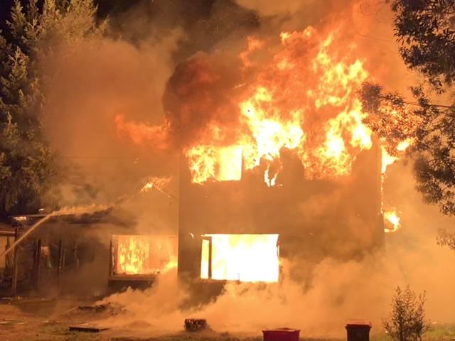 Incendio destruye por completo vivienda en sector El Avellano