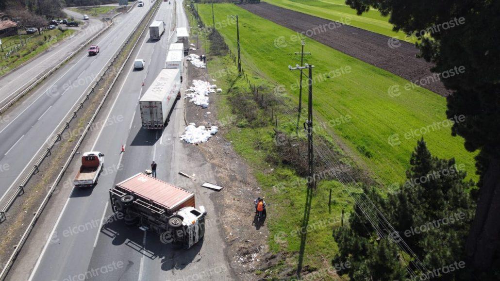 camión cargado de almohadas ruta 5