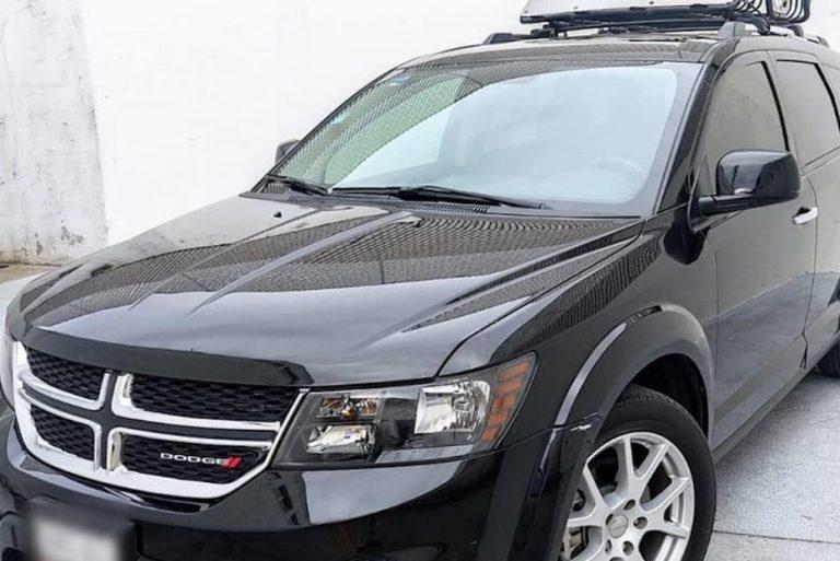 Mujer circulaba en Dodge robado por calle Colón de Los Ángeles