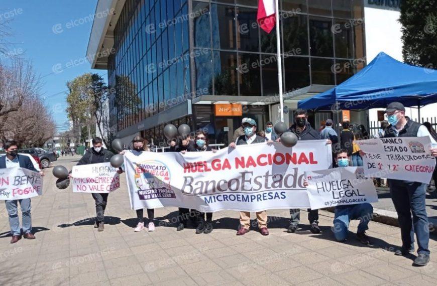 Trabajadores de BancoEstado Microempresas inician huelga: «Parece que hay trabajadores de 1ª y 2ª categoría»